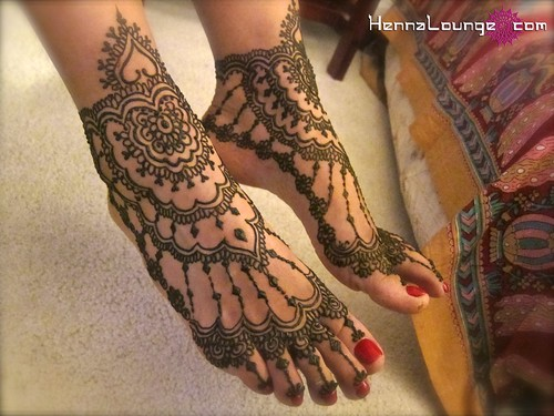 One Line Body Art : Henna feet hennalounge darcy vasudev flickr