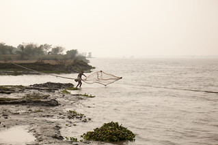 Small scale fisherman in Khulna. Photo by Mike Lusmore/Duckrabbit, 2012. | by WorldFish