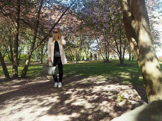 candygirloutfitP5124935,candygirlcherryparkP5124886candygirlcherrytreeparkP5124953,candygirloutfitP5124939, candy girl, pink, light pink, vaaleanpunainen, takki, pink coat, japanese style garden, japanilaistyylinen puutarha, roihuvuori, helsinki, suomi, finland, asukuvat, outfit pictures, muoti, fashion, cherry trees, kirsikankukkapuut, kirsikkapuut, kukat, flowers, blossom, pastellin värinen, pastel color, cherry park, kirsikka puisto, kiriskankukka puut, pink jacket, may, toukokuu, spring, kevät,  vaaleat pitkät hiukset, blond long hair, celine sunglasses, celine preppy, celine sunnies, mustat, black, outfitpost, details, accessories, gray bag, harmaa laukku, balenciaga, nike shoes, celine sunglasses, long blond hair, vaaleat hiukset,
