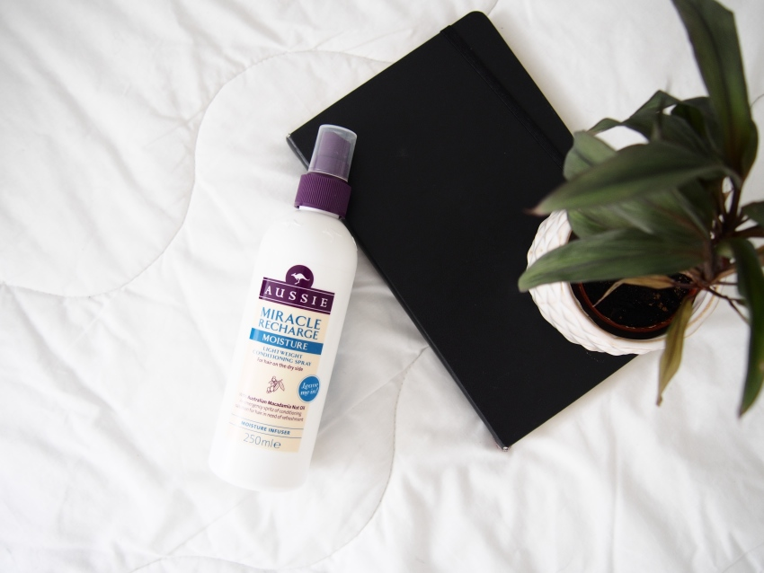 Aussie miracle recharge moisture conditioning spray