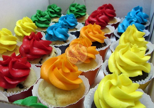 Rainbow cupcakes! | by Piece of Cake - Cupcakes!