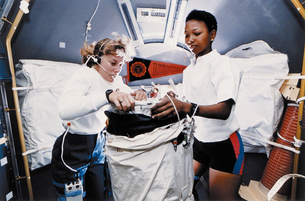 Astronauts Jan Davis & Mae Jemison on STS-47