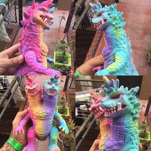 #frankmysterio #marknagata #sofubi #sofvi #softvinyltoy #kaiju #customs #handpainted #aurbrush #japan #madejapan #bugcartel #forsale #monster for sale i http://frankmysterio.bigcartel.com/product/dualos-pastel-color