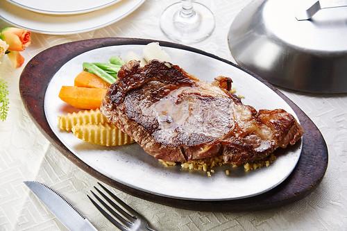 平價牛排吃不到的美味,新國際西餐廳走過50年歷史的5個秘密-安格斯沙朗牛排(16)