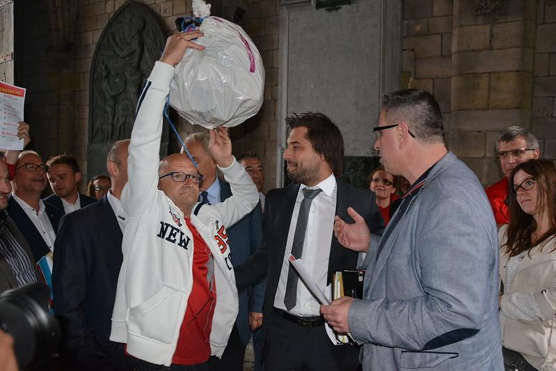 Mons: la CGSP accueille les conseillers communaux MR avec «une haie de la honte»
