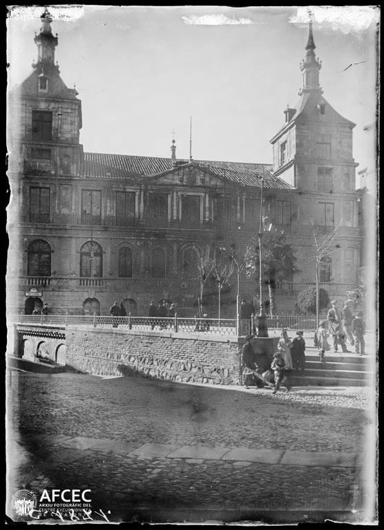 Ayuntamiento de Toledo a comienzos del siglo XX. Autor Desconocido   © Centre Excursionista de Catalunya
