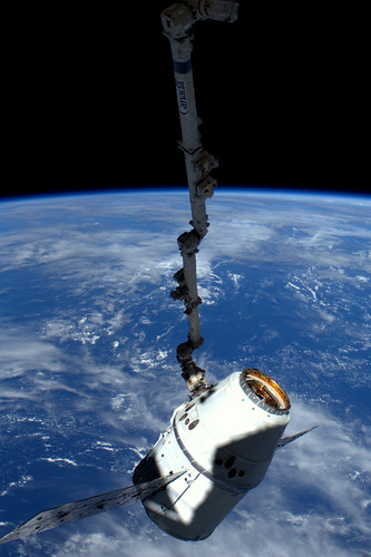 Dragon spacecraft attached to Canadarm2 | by europeanspaceagency