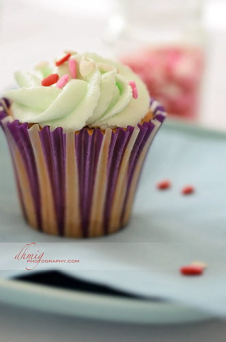 Cupcake with green frosting | by dhmig