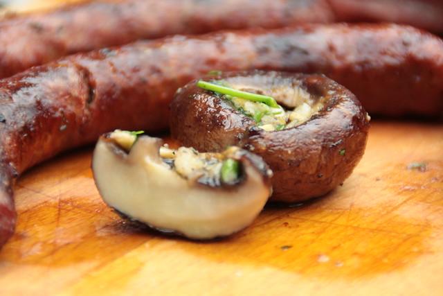 Gegrilde champignons met knoflook en tuinkruiden...