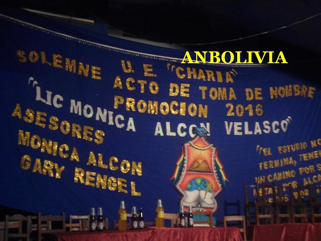 ESTUDIANTES DE LA PROMOCIÓN RECIBEN LA TOMA DE NOMBRE 'LIC. MÓNICA ALCON VELASCO' EN LA ASUNTA