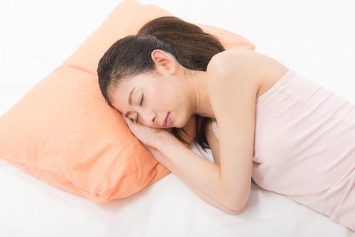 産後 睡眠不足 抜け毛