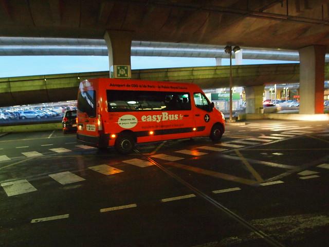P5261252 easybus paris パリ フランス