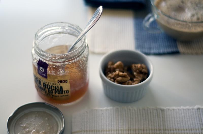 Brioche de alfarroba e laranja (com doce de figo e noz)