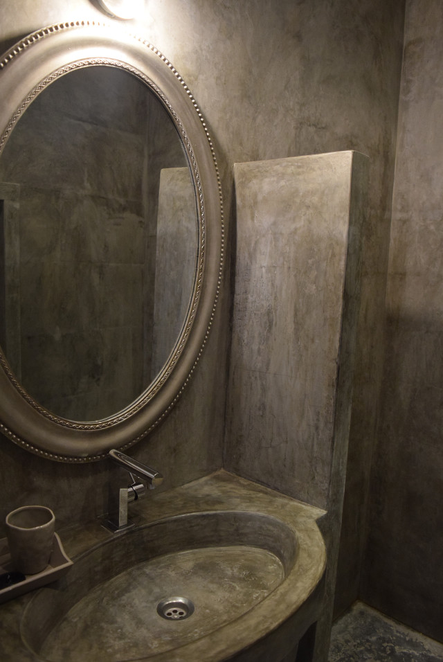 Bathroom at Chateau Panniseau | www.rachelphipps.com @rachelphipps