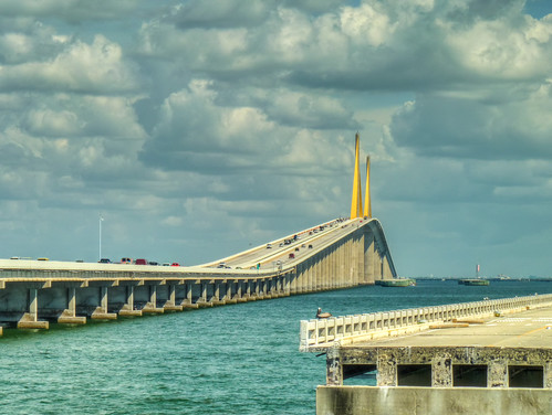 Sunshine skyway bridge view from north skyway fishing for Skyway fishing report