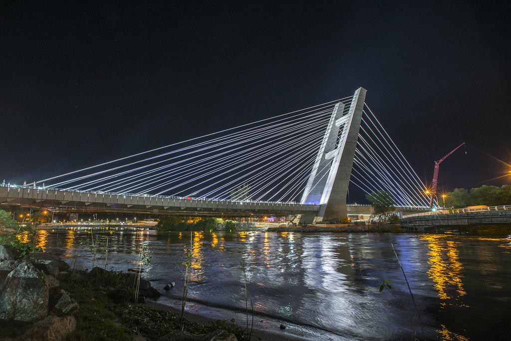 Iluminação cênica ponte estaiada