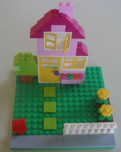 乐高小房子,为什么小洋房上都是三角形的,而且务必加个烟囱