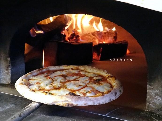 8 台中夜景餐廳 不夜天窯烤披薩 麵包