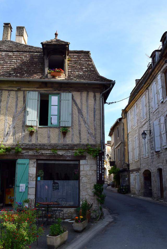 Issigeac, Dordogne Valley | www.rachelphipps.com @rachelphipps