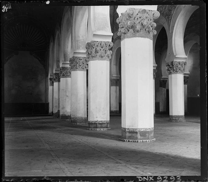 Sinagoga de Santa María la Blanca en Toledo a comienzos del siglo XX. Fotografía de Henri Deneux © Ministère de la Culture (France), Médiathèque de l'architecture et du patrimoine, Diffusion RMN-GP