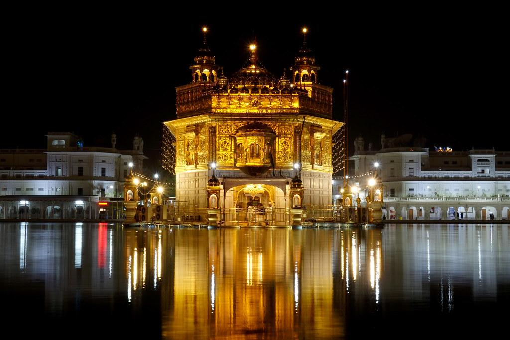 Sri Harmandir Sahib - Golden Temple Treating All People At The Same Way