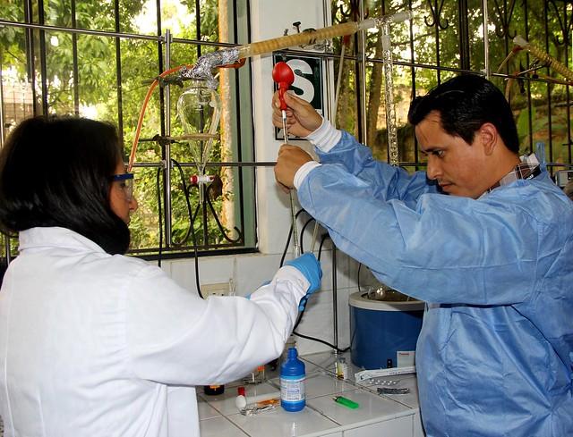 INS capacitó en el control de calidad de medicamentos con pruebas rápidas con el uso de los minilaboratorios en Iquitos
