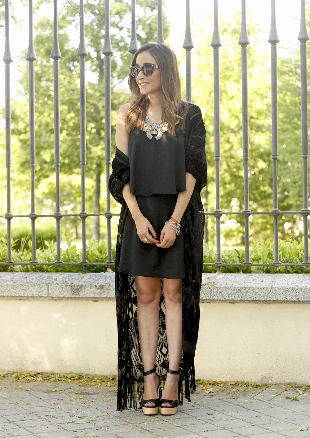 black kimono and black dress sandals accessories summer outfit style fashion sunnies01