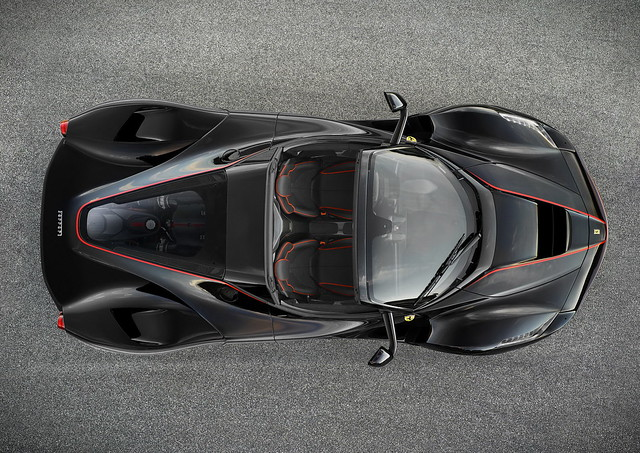 Родстер Ferrari LaFerrari Spider