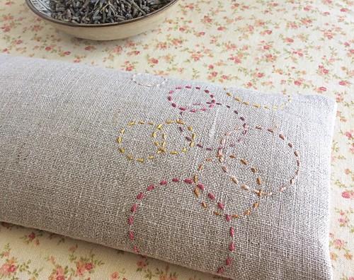 Multicolor circles eye pillow