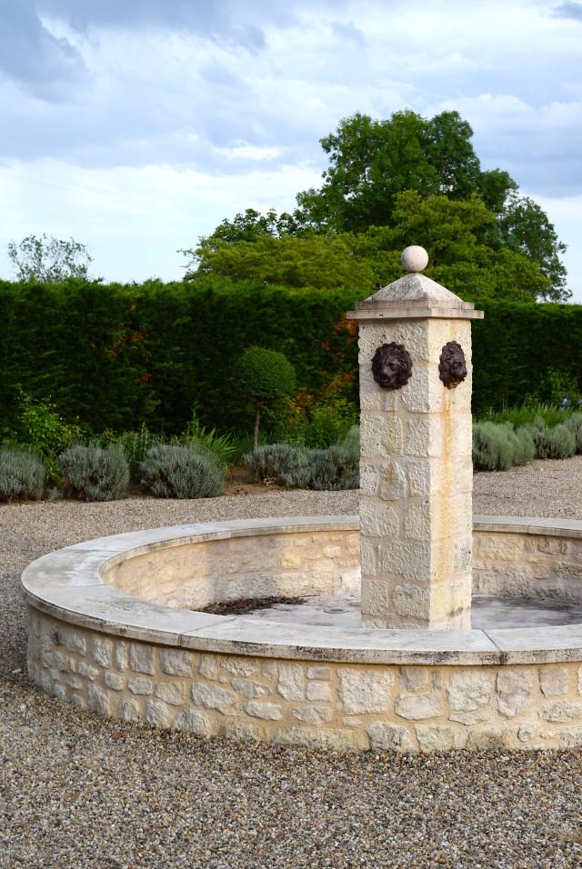 Fountain at Chateau Panniseau | www.rachelphipps.com @rachelphipps
