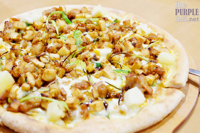 Dak Galbi (Spicy Chicken) Pizza (P380 Regular; P580 Large)