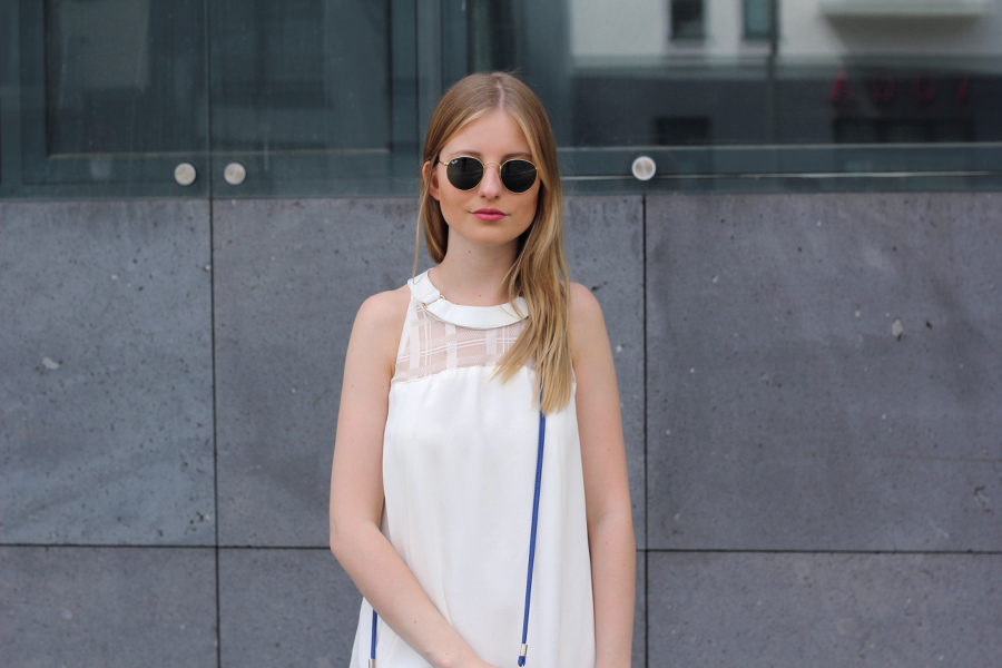 outfit rayban glasses blnde ffm blogger white dress blue bag