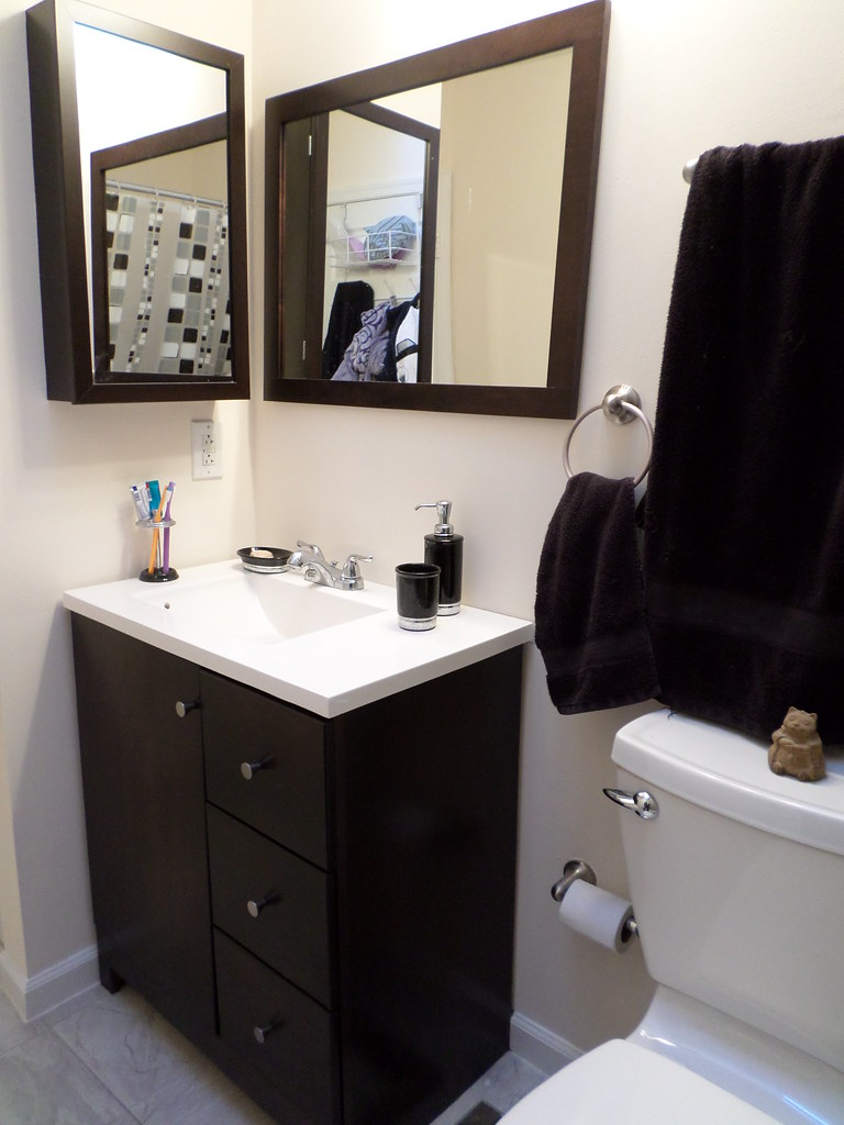 Black and white decor in master bathrom