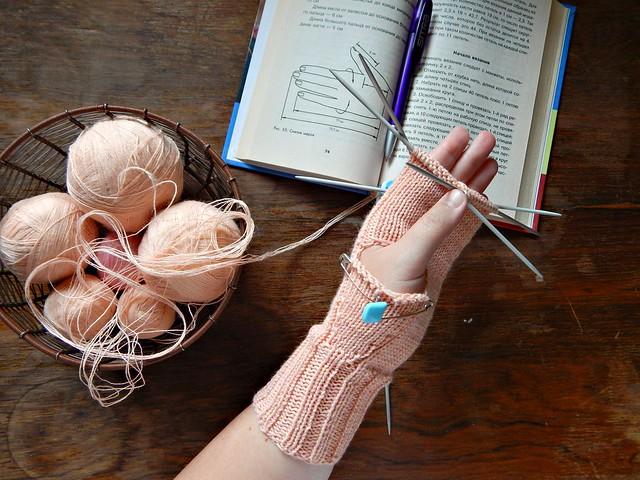 розовая варежка с клиновидным пальцем, процесс | horoshogromko.ru