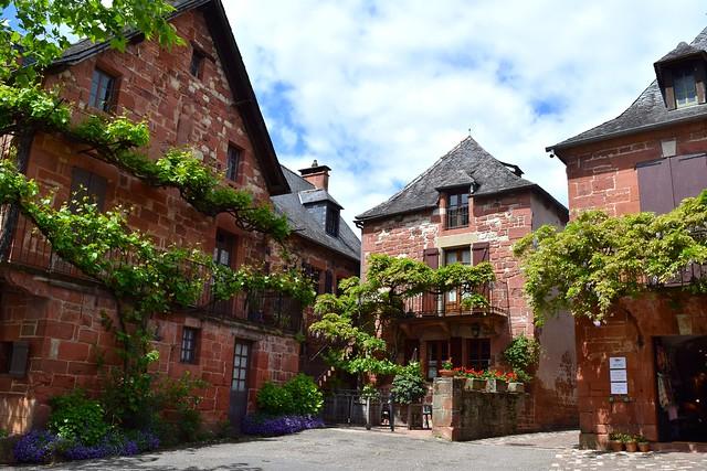 Village Square in Collognes-la-Rouge | www.rachelphipps.com @rachelphipps