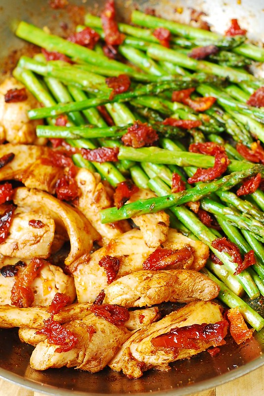chicken skillet and veggies, asparagus recipes, gluten free dinner, Mediterranean diet, Italian recipes