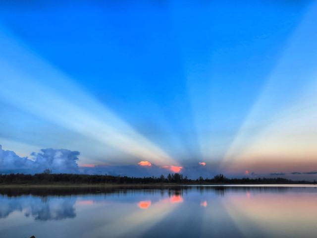 Mirrored sunrise HDR 02-20160601