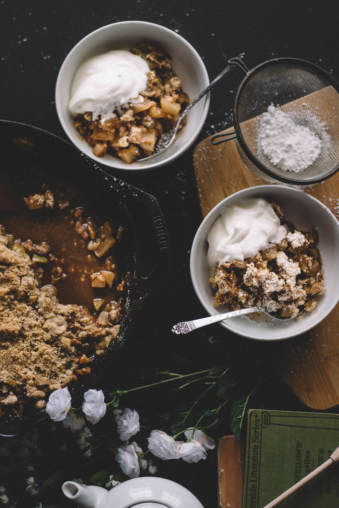Gooseberry, Pear and Brandy Crumble // TermiNatetor Kitchen