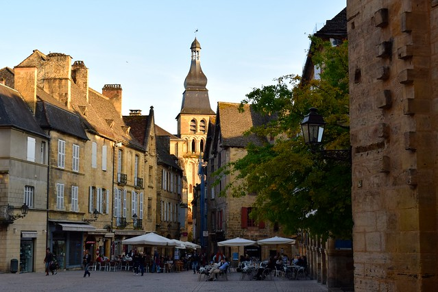 Sarlat in the Golden Hour, Dordogne Valley | www.rachelphipps.com @rachelphipps