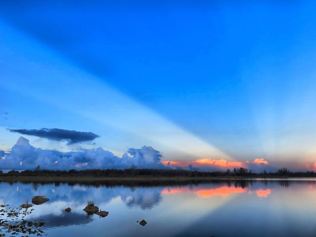 Mirrored sunrise HDR 01-20160601