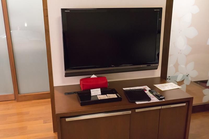 定山渓 鶴雅リゾートスパ 森の謌、部屋に設置されていた壁掛けテレビ