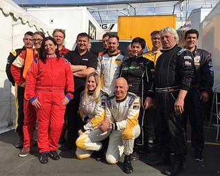 Opel-Team Strycek mit Mäggy Strycek (stehend hinter Volker Strycek) beim 24-Stunden-Rennen auf dem Nürburgring 2016