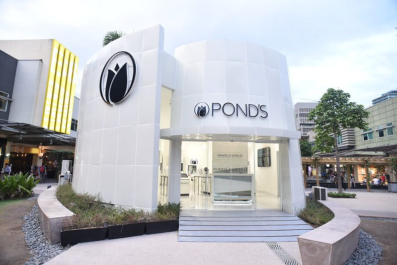 Pond's pop-up at the Fort