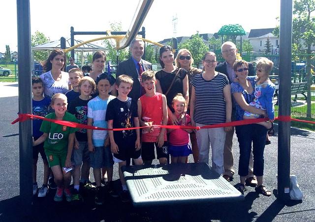 Poplar Park Committee Ribbon cutting