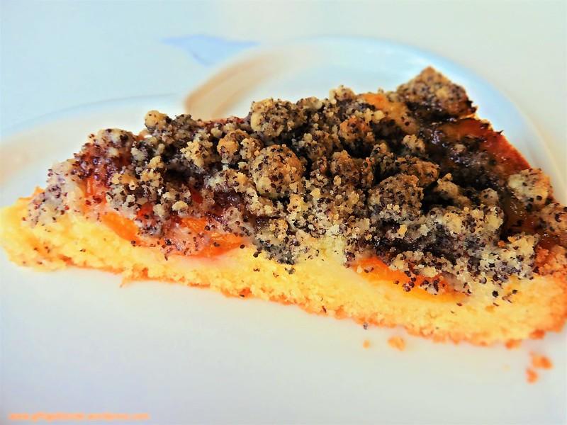 Marillenkuchen mit Mohnstreusel