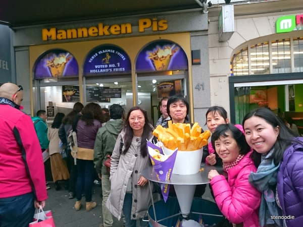 Photo in front of Manneken Pis