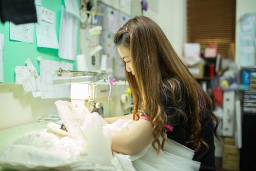 【高雄禮服評價推薦】聖羅雅麗緻婚紗101件禮服的秘密_禮服維修工作人員_(14)
