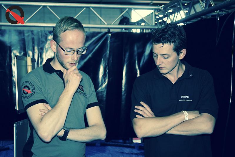Patrick (links) in gesprek met Dennis Massen (rechts)