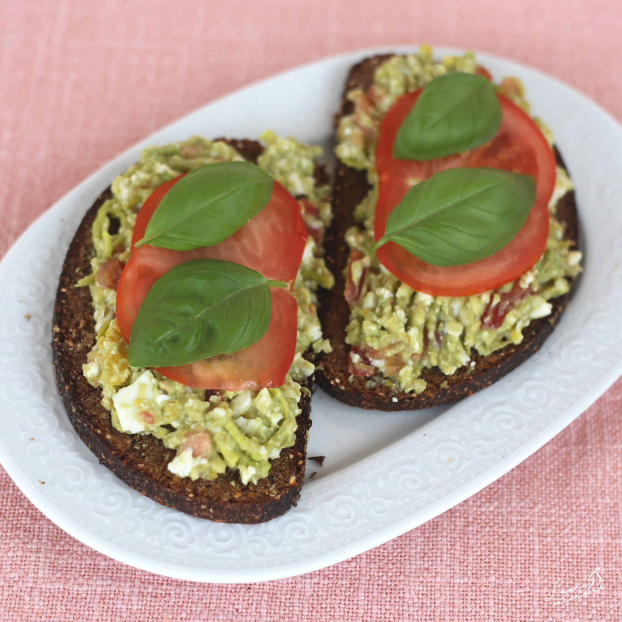 Olu salāti ar avokādo