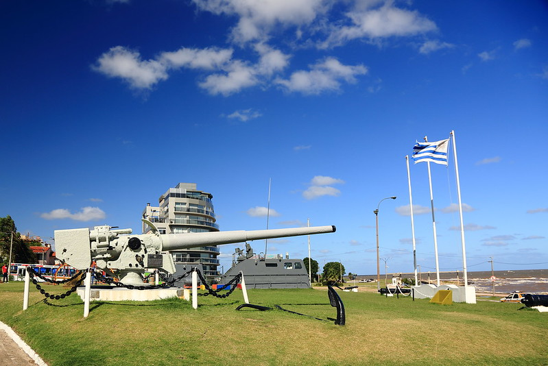 0290 A naval gun salvaged from the Admiral Graf Spee - Montevideo, Uruguay